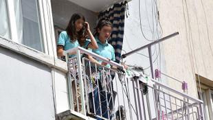 İki kız kardeşin balkonda çaresiz bekleyişi kamerada