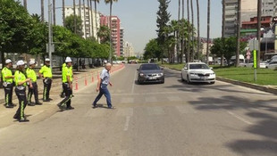 Adana'da yayaya öncelik vermeyen sürücüye ilginç ceza !