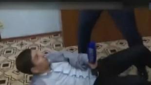 Şok görüntüler: Soruyu beğenmeyen belediye başkanı muhabiri dövdü