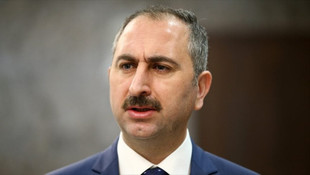 Adalet Bakanı'ndan etek boyuna karışan hakimle ilgili açıklama