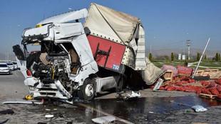 Konya'da otobüs ile TIR çarpıştı: 1 ölü, 24 yaralı