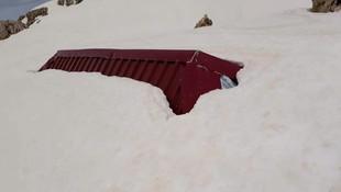 Antalya Mayıs ayında karlar altında ! 2,5 metrelik kar görenleri şoke etti