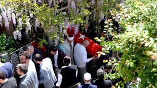 Fesli Kadir'in cenazesini Türk Bayrağı'na sardılar