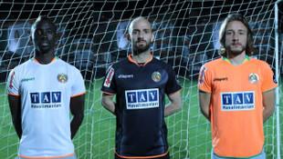 Aytemiz Alanyaspor yeni sezon formalarını Josef Sural'ın canlandırmasıyla tanıttı