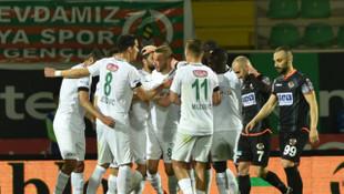Duygusal maçta gülen Konyaspor!