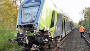 Almanya'da tren ile TIR çarpıştı: Yaralılar var