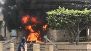 ABD Büyükelçiliği önünde ateşe verdiler !