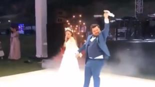 Eser Yenenler'in ilginç düğün dansı