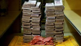 Venezuela'da enflasyon yüzde 900'ü aştı