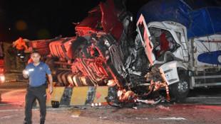 TIR, kamyon ve minibüs birbirine girdi: 2 ölü, 17 yaralı