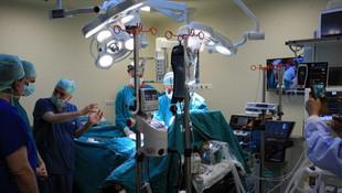 İnönü Üniversitesi 5 hastaya eş zamanlı karaciğer nakliyle Guinness yolunda