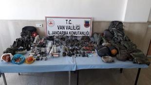 4 teröristin öldüğü bölgede silah ve mühimmat ele geçirildi
