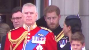Prens Harry'nin eşini uyardığı anlar sosyal medyayı salladı