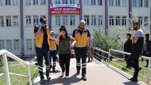 YKS'de fenalaşan genç kız hastaneye kaldırıldı