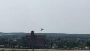 Gösteri uçağı havacılık festivalinde nehre düştü