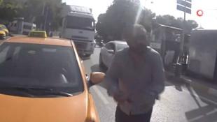 İstanbul'da taksici motosikletçi kavgası kamerada