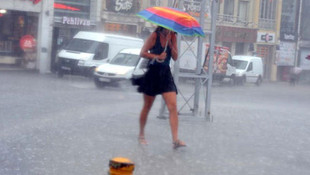 Yaz değil sanki sonbahar! Sağanak yağışlar ne kadar daha devam edecek ?