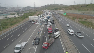 TEM'de trafiği felç eden kaza ! Kilometrelerce kuyruk oluştu