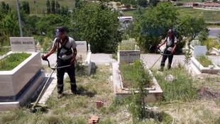 Yenimahalle'de cami ve mezarlıklara bayram dokunuşu