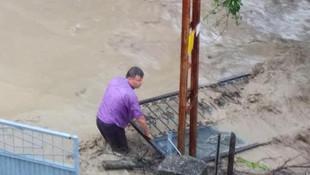 Bartın'ın Hasankadı beldesinde sel felaketi yaşanıyor