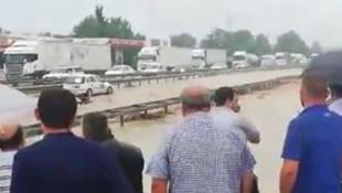 Sel kabusu devam ediyor ! E-5 karayolu trafiğe kapandı