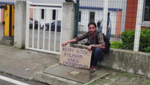 Engelli vatandaş kovulduğu iş yerinin önünde eylemde