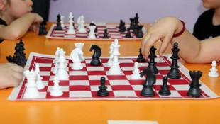 Yenimahalle'nin minikleri satrançta da iddialı