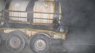 Düzce'de asit yüklü tanker kaza yaptı !
