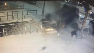 Üsküdar'da dehşet anları ! Takla atan araç kaldırıma düştü, ölümden döndüler
