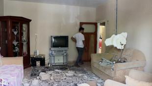 Evin tavanı çöktü, anne ve oğlu yaralandı