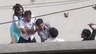 Karısının eski sevgilisi tarafından sokak ortasında öldürüldü