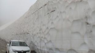 Haziran ayında metrelerce kar !