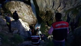 Selfie çekerken kayalıklardan yuvarlandı