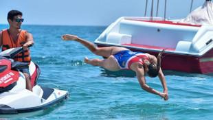 Antalya sahilleri cankurtaran Ayşe'ye emanet!