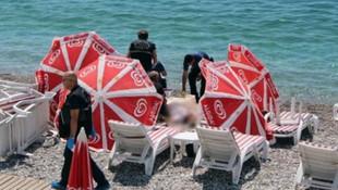 Plajda şemsiyenin arkasında felaket var