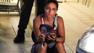 Kocasını bıçakladı, kaldırımda oturup sigara içti