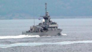 Boğaz'dan geçen Yunan gemisi dikkat çekti