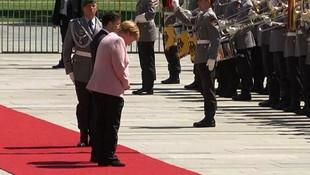 Merkel yine titredi