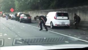 Zırhlı araçtan otobana binlerce dolar saçıldı