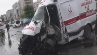 E-5'te dehşet! Kontrolden çıkan ambulans kaza yaptı, yaralılar var!
