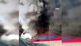 Sancaktepe'de kamyonet alev alev yandı