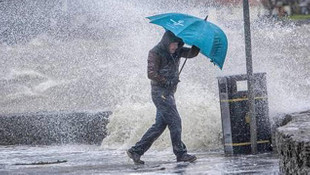 Şemsiyesiz sokağa adım atmayın ! Sağanak yağışlar yazı kışa çevirecek