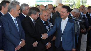 AK Partilileri, Davutoğlu'nu ve Babacan'ı buluşturan cenaze