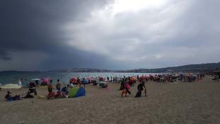 Plajda panik anları ! Bir anda ortaya çıktı herkes kaçtı...