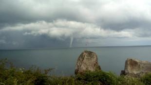 Karadeniz'de oluşan hortum böyle görüntülendi
