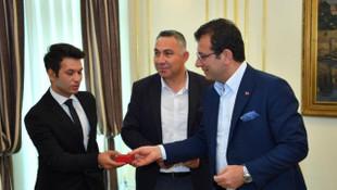 Ekrem İmamoğlu, kahraman personeli ödüllendirdi