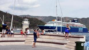 İspanyol turistler gemiyle geldi