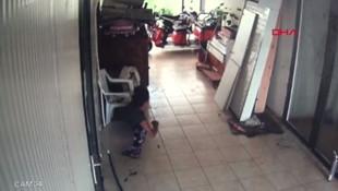 Hırsızlık için gitti dükkan sahibi izleyince gözlerine inanamadı !