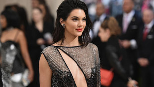 Kendall Jenner çıplak fotoğrafını paylaştı