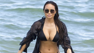 Dünyaca ünlü model bikinisine sığamadı !